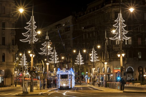 seasonal train light art