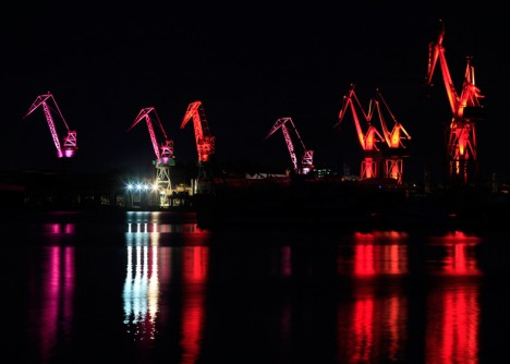 shipyard light up red