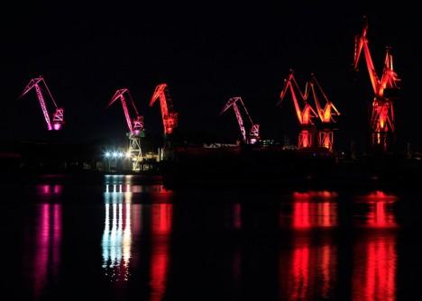 shipyard light up red