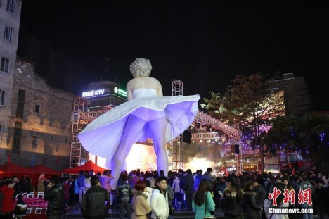 smashed statue China Monroe