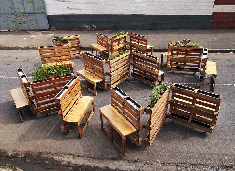 brothers in benches pallets offer public a place to sit. Black Bedroom Furniture Sets. Home Design Ideas