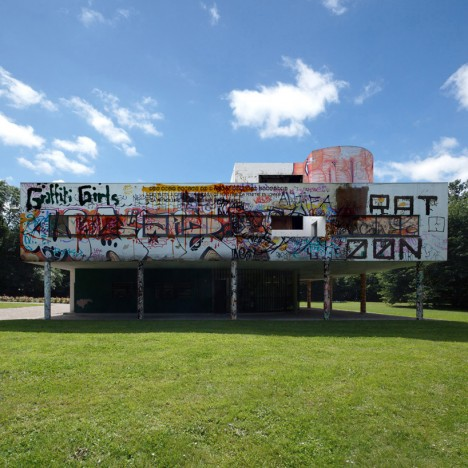 villa savoye graffiti vandalized