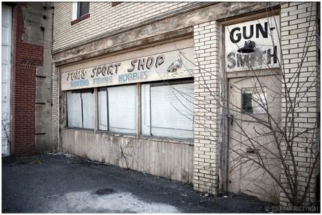 closed Tom's Sport Shop gun smith