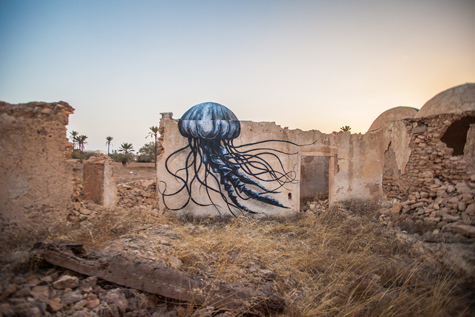 Well Rounded: 7 Animal Murals on Abandoned Buildings in Africa