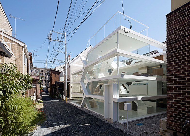 Transparent Home Glass Dwelling Puts Urban Life On