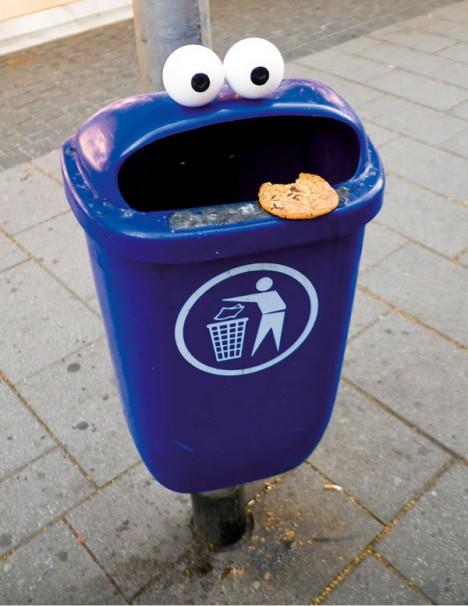 subtle street art googly eyes 2