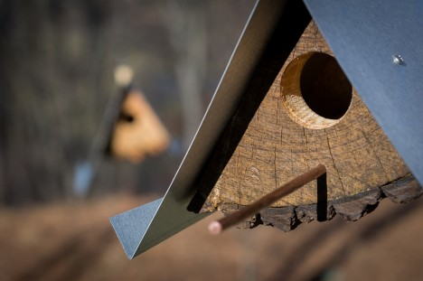 log birdhouse design detail