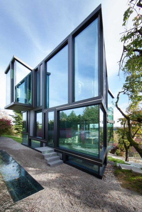 modern glass house 2