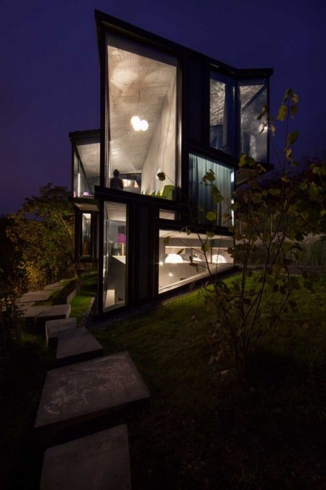 modern glass house 8
