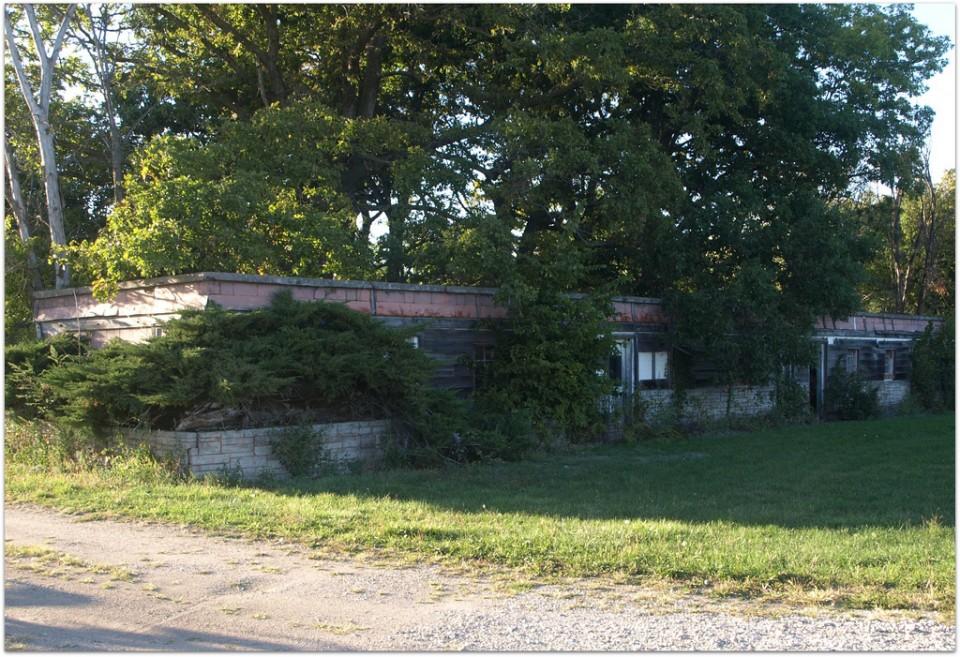 abandoned motel 1a