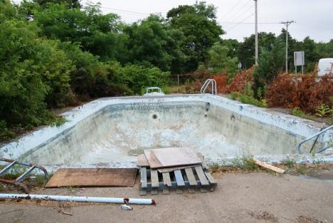 abandoned motel 3c