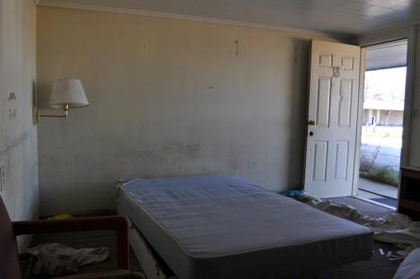 abandoned motel 7c