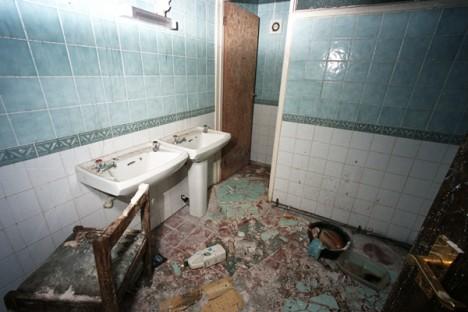 abandoned motel 8d