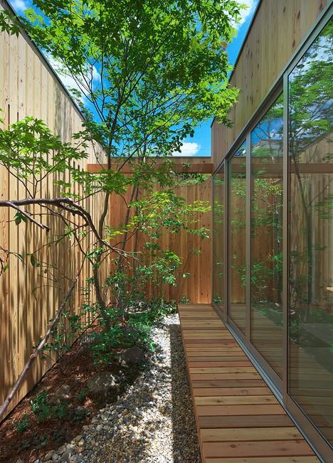 japan interiors hidden garden 3