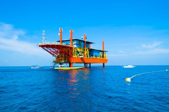 oil rig scuba resort 2