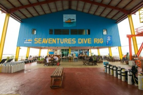 oil rig scuba resort 3