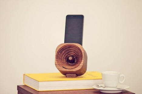 wood gadgets iphone dock