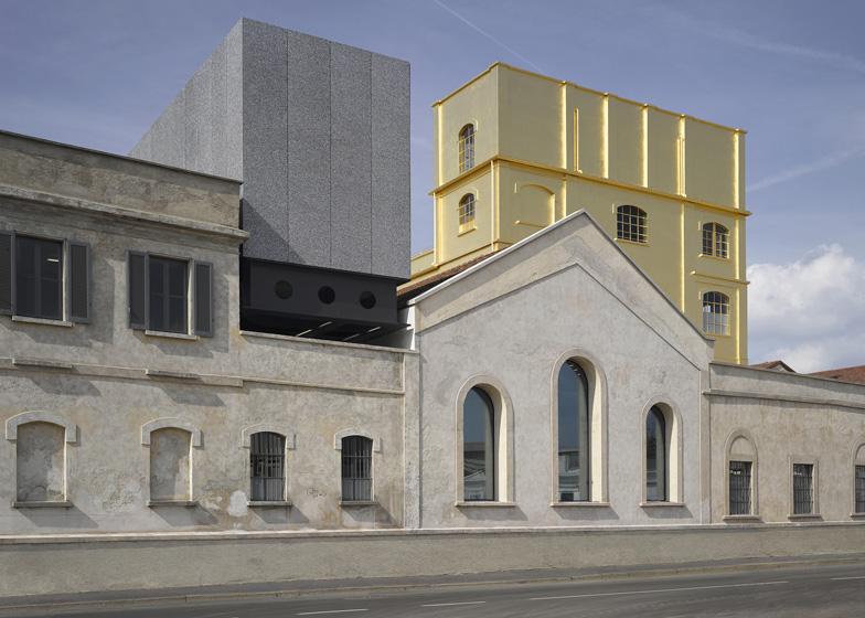 gold art center 1