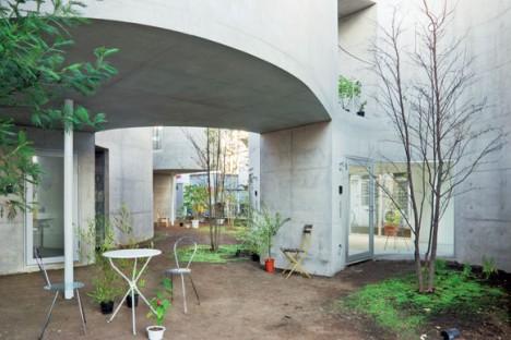 japan apartments undulating courtyard 2