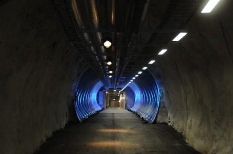 tunnel svalbard seed vault