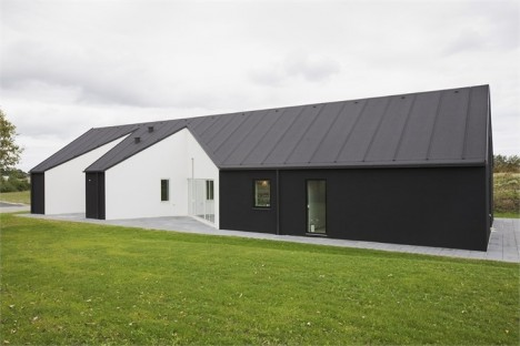 concave barn house 2