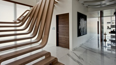 A step above the rest 15 spectacular modern staircases urbanist - Idee deco pour escalier ...