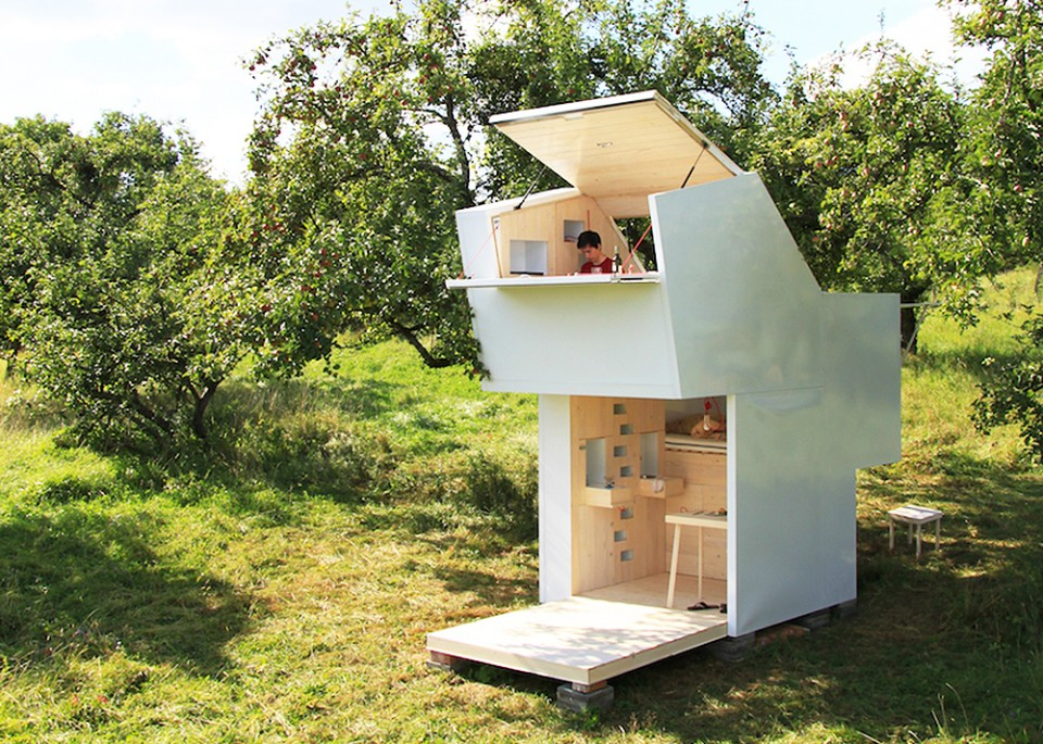 mobile modern modular 15 capsules for off grid living. Black Bedroom Furniture Sets. Home Design Ideas