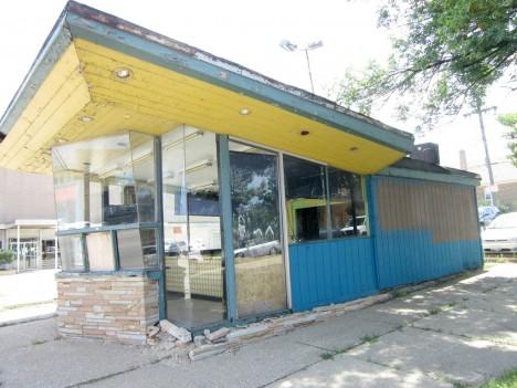 abandoned-Chicago-icwe-cream-hot-dog-stand-4b