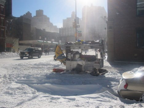 abandoned-NYC-Snowpocalypse-hot-dog-cart-10a