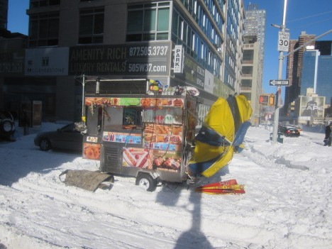 abandoned-NYC-Snowpocalypse-hot-dog-cart-10c
