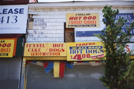 abandoned-NYC-hot-dog-stand-8