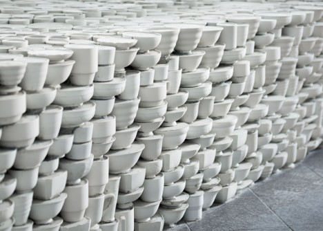 ceramic stacked tableware discards