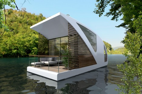 floating hotel open water