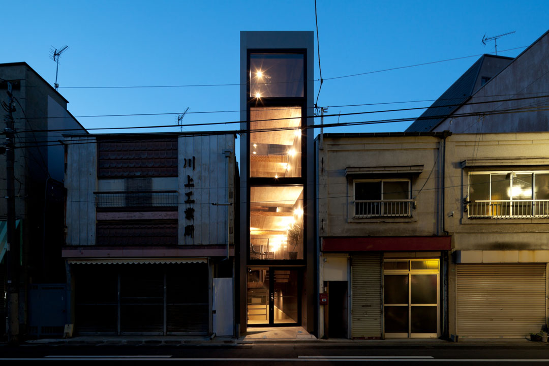 Tiny In Tokyo Ultra Narrow House Slotted Into An Alley