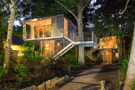 Arboreal architecture 14 houses built around within for Modern tree house designs