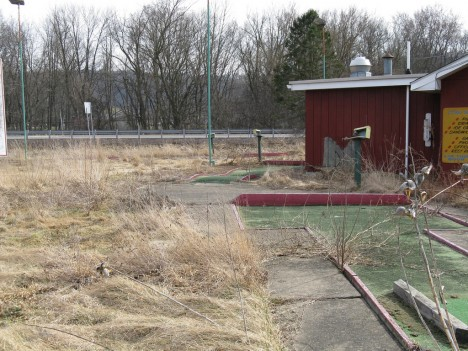 abandoned-miniature-golf-course-10c