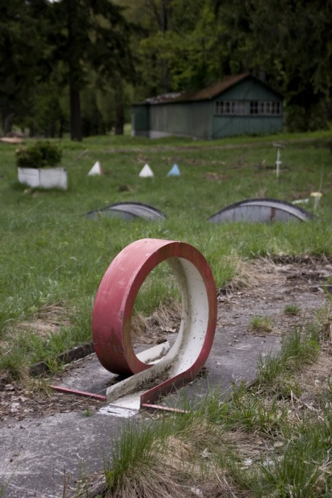 abandoned-miniature-golf-course-3c