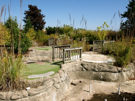 abandoned-miniature-golf-course-7c
