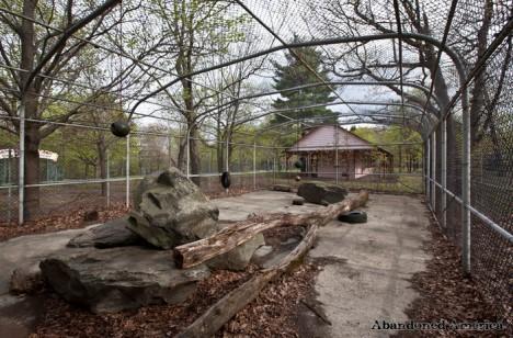 abandoned-petting-zoo-6e