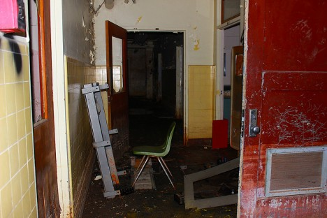 abandoned-walk-in-clinic-california-2