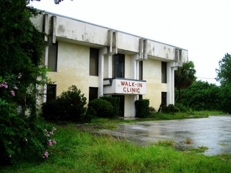 abandoned-walk-in-clinic-florida-1