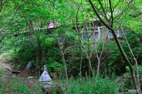 abandoned-walk-in-clinic-nichitsu-1