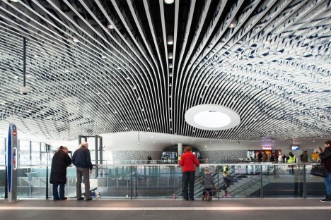 Astonishing Do Look Up 14 Dazzling Modern Ceiling Designs Urbanist Largest Home Design Picture Inspirations Pitcheantrous
