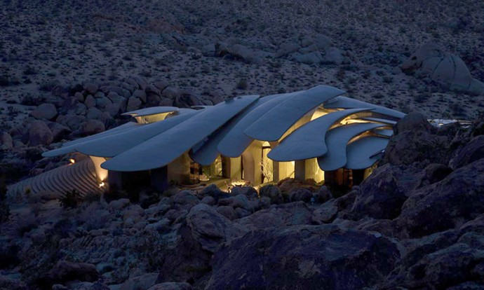spaceship desert house 2