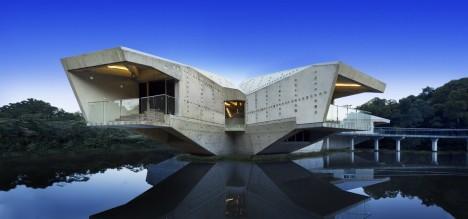 Futuristic House livin' in a lair: 12 villainous-looking futuristic houses | urbanist
