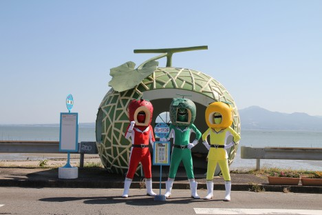 fruit-bus-stops-heroes