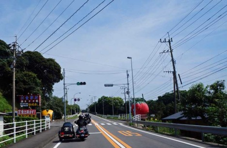 fruit-bus-stops-motorcycle-1b