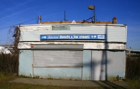 abandoned-briarwood-donuts-13