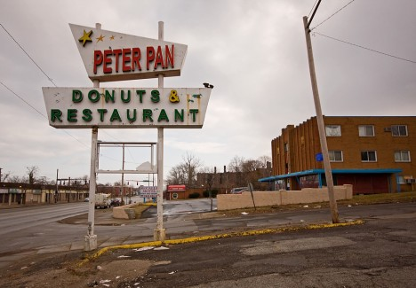 abandoned-donut-shop-peter-pan-1a
