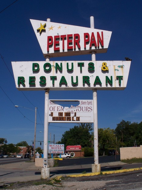 abandoned-donut-shop-peter-pan-1b